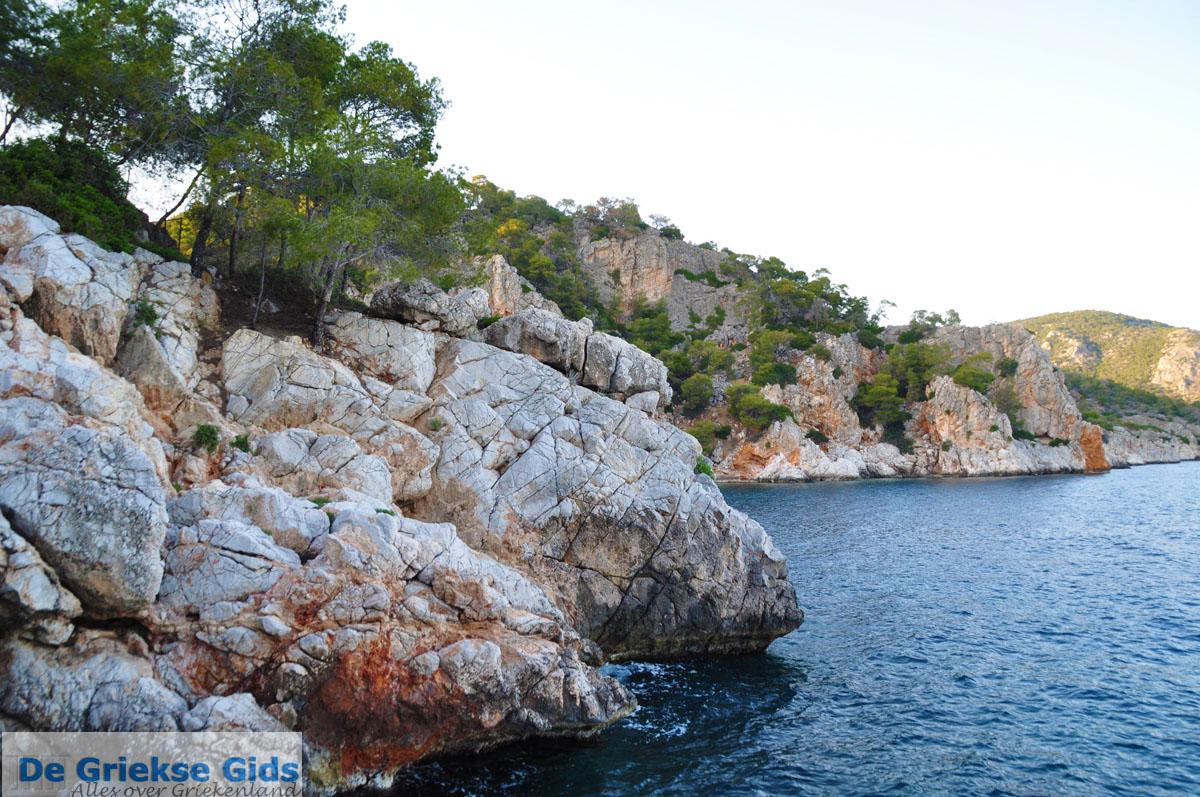 foto Rotsachtige kust bij Limenaria | Agkistri Griekenland | Foto 2