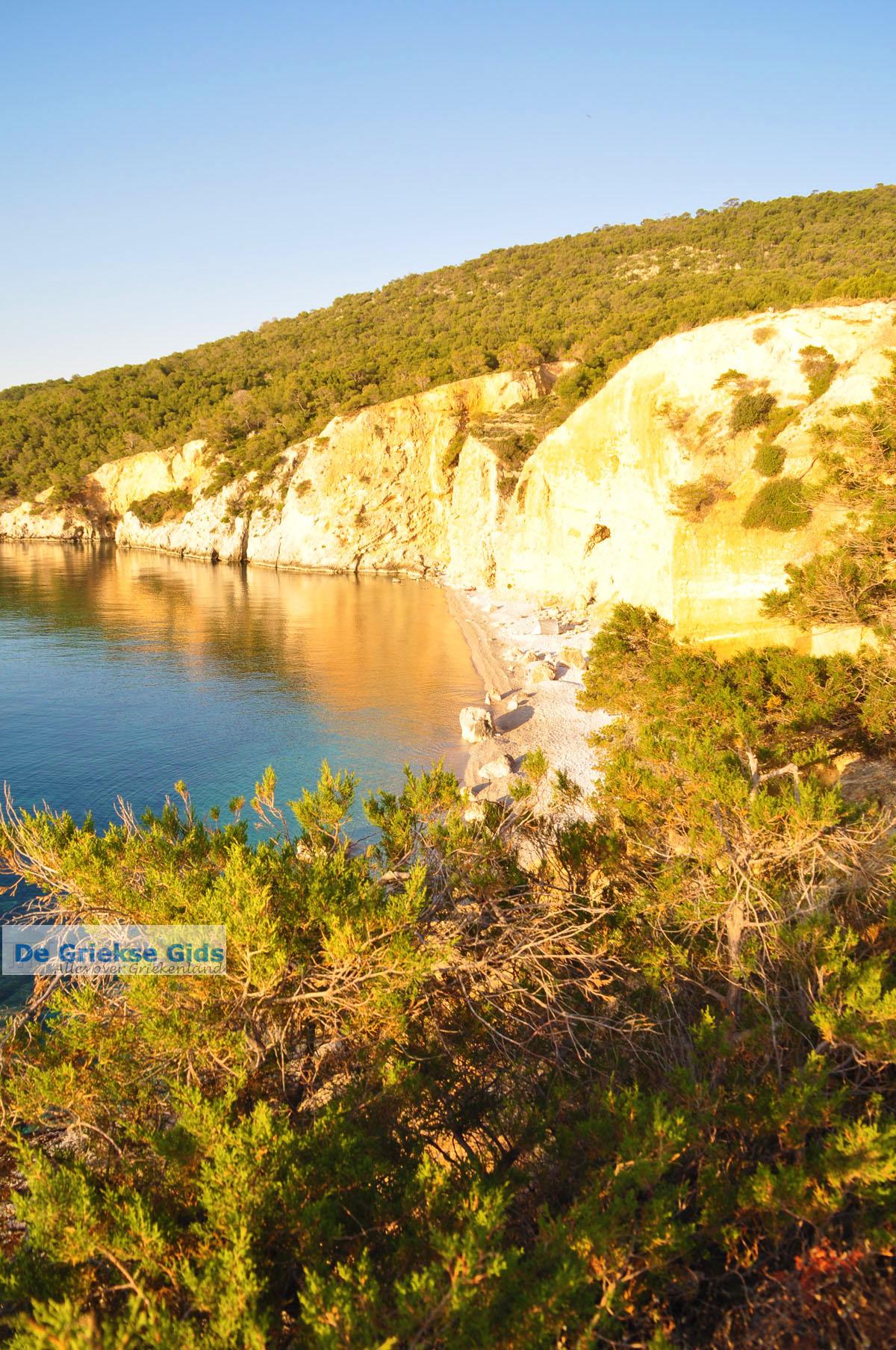 foto De grillige kust van Agkistri | Griekenland | De Griekse Gids foto 4