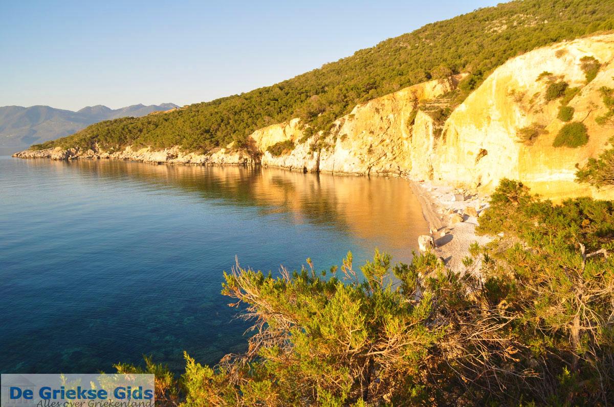 foto De grillige kust van Agkistri | Griekenland 5