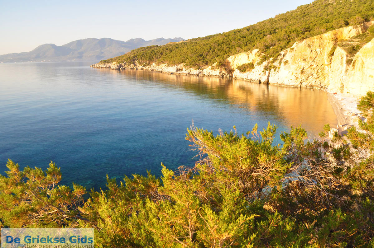 foto De grillige kust van Agkistri   Griekenland 6