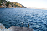 Rotsachtige kust bij Limenaria | Agkistri Griekenland | Foto 1 - Foto van De Griekse Gids