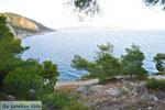 Rotsachtige kust bij Limenaria | Agkistri Griekenland | Foto 3 - Foto van De Griekse Gids