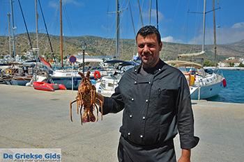 Babis van Akrogiali restaurant - Katapola Amorgos - Cycladen foto 545 - Foto van https://www.grieksegids.nl/fotos/amorgos/350/eiland-amorgos-545.jpg