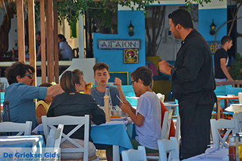 Akrogiali restaurant Katapola Amorgos  - Cycladen foto 548 - Foto van https://www.grieksegids.nl/fotos/amorgos/350/eiland-amorgos-548.jpg