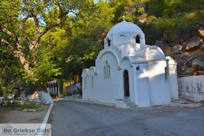 kerkje bij Klooster Poros Zoodochou Pigis