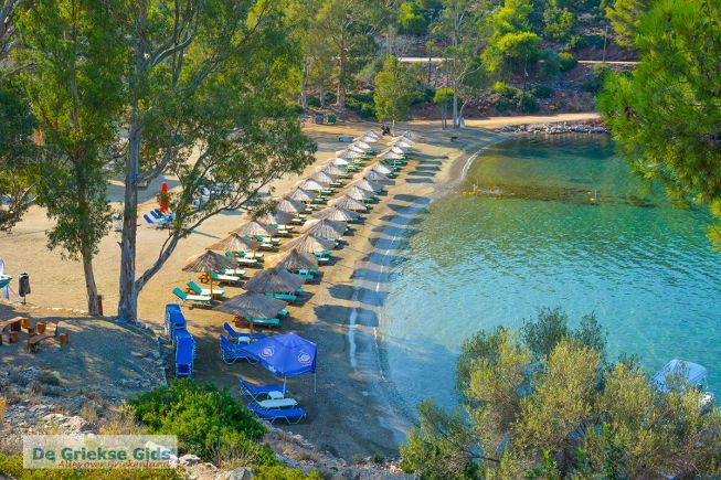 Het strand Limanaki tis Agapis op Poros