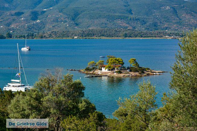 Het eilandje Daskalio bij Poros