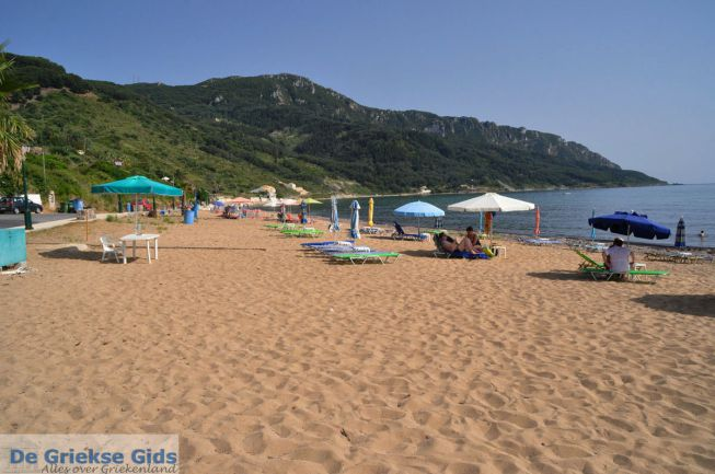 zandstrand van Agios Georgios op Corfu