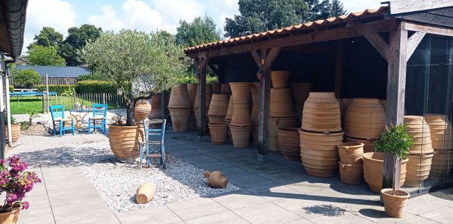 Griekse terracotta potten en taverna sets
