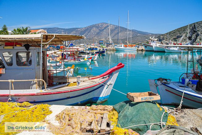 Het vissersdorp Koilada bij Kranidi in Argolis