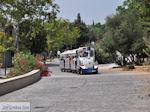 Treintje nabij Akropolis Athene foto 1 - Foto van De Griekse Gids