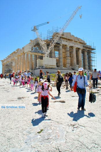 Schoolkinderen Parthenon Akropolis in Athene | De Griekse Gids foto 2 - Foto van https://www.grieksegids.nl/fotos/athene/normaal/athene-attica-atheenseriviera-184.jpg