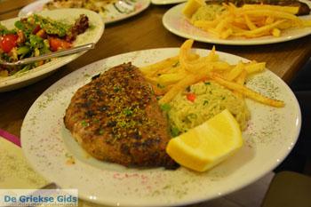 Gevulde bifteki bij Restaurant Erato in Litochoro | Pieria Macedonie - Foto van https://www.grieksegids.nl/fotos/centraal-macedonie/pieria/normaal/pieria-macedonie-griekenland-077.jpg