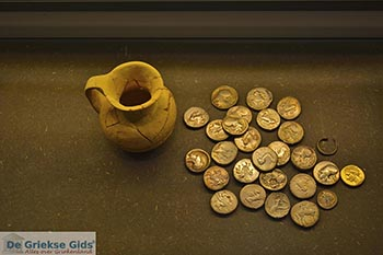 Archeologisch museum Corfu 0019 - Foto van https://www.grieksegids.nl/fotos/corfu/2019/normaal/Archeologischmuseum-corfu-2019-006.jpg