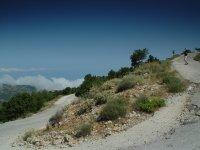 Bergweggetje op Lefkas - Foto van Joop van der Linden