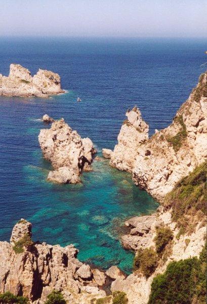 Corfu, bij Paleokastritsa door  Annette Wentholt