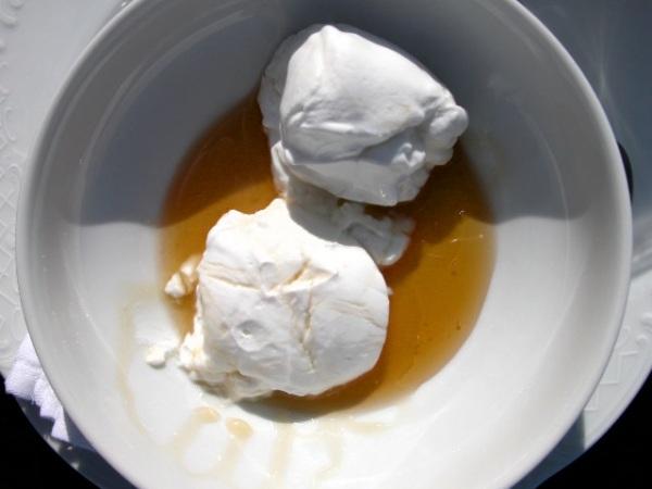 Yoghurt met honing. Foto van Peter-Paul de Rijcker.