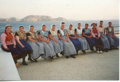 Dansensemble Nitsanim op folklorefestival op Karpathos - Foto Riet de la Mar