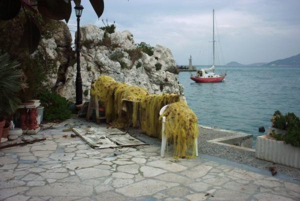 Samos in de winter, de haven van Kokkari  - Foto: Renée Mof