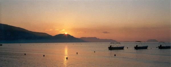 Zonsopgang in Laganas-Zakynthos. Foto van D. Kop