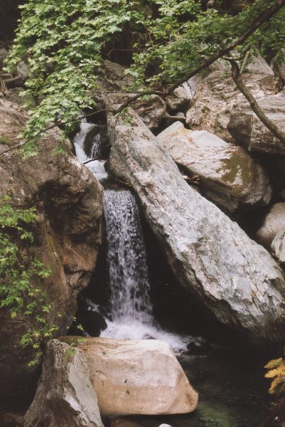 waterval in de bergen bij Tsagarada (Pilion) En lekker dat het water was!!! Foto: John Roeste