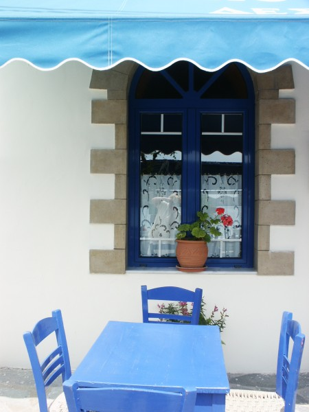 Blauwe stoeltjes en tafel - Pittoresk Kythira