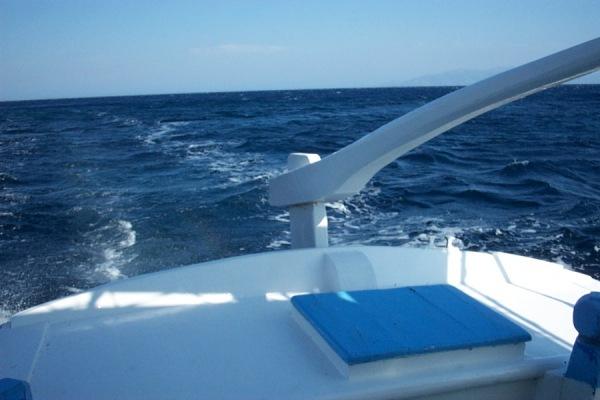 De Egeische zee bij Mykonos