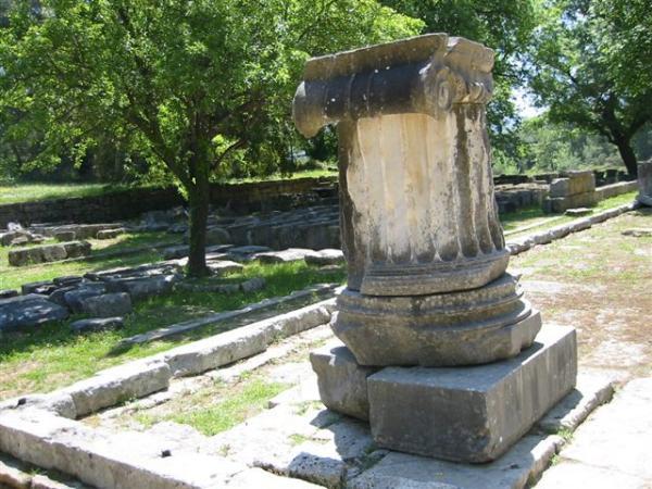 Olympia. Zuil van de tempel van Zeus