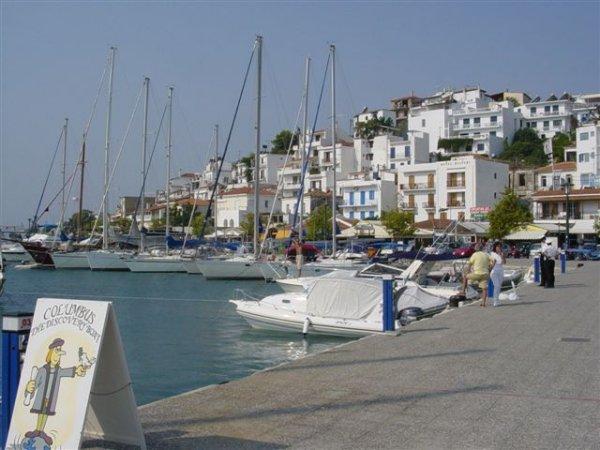 Haven van Skiathos-stad