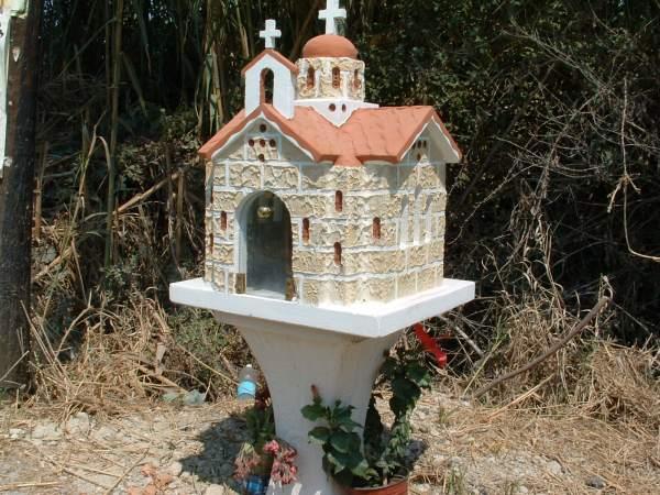 Herdenkings-kapelletje langs weg, Griekenland