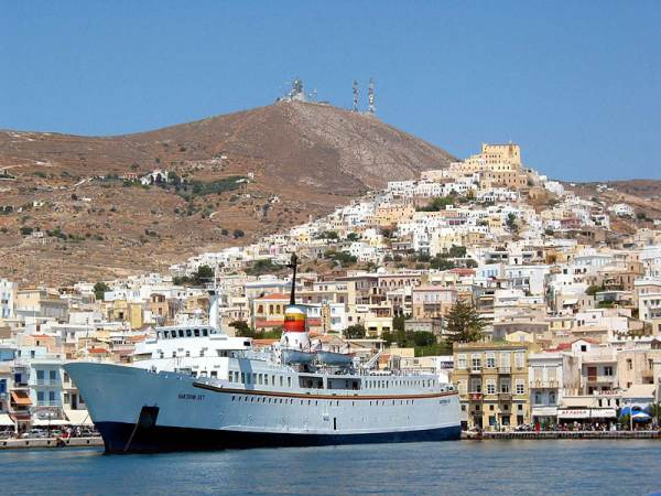 Haven Ermoupolis, Syros