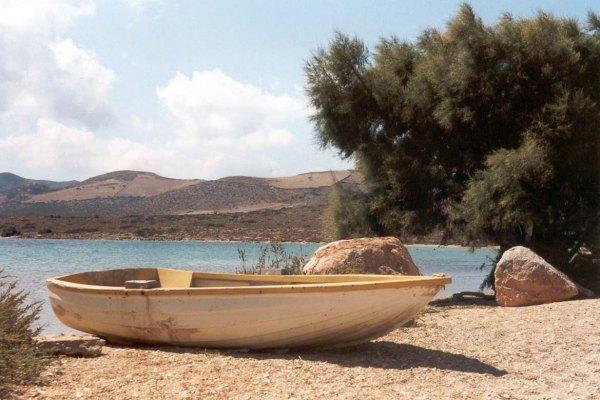 Bootje strand Antiparos