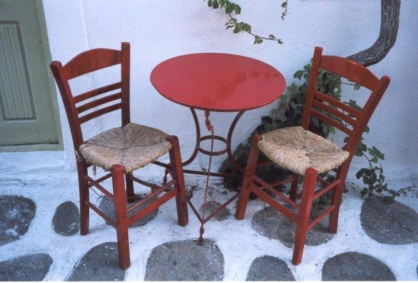 Griekse stoeltjes en tafeltje Santorini