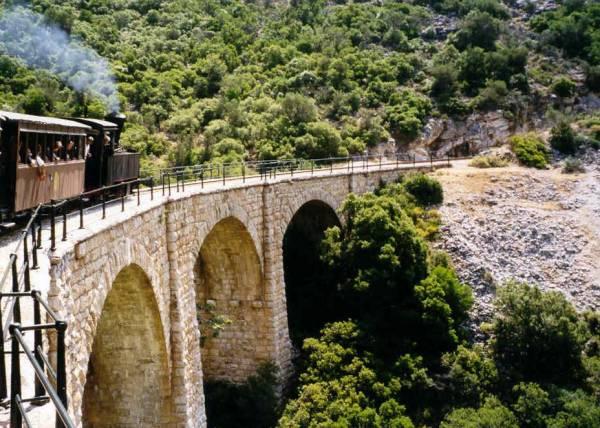 Trein van Lehonia naar Milies, Pilion. Foto van Gerard v.d. Pluym
