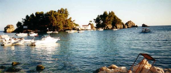 Nisi Panagia in Parga Epirus. Foto van Gerard v.d. Pluym.