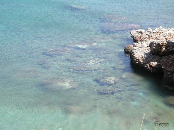 Het heldere zeewater bij Kreta. Foto gemaakt door Fabienne.