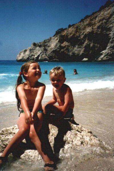 Wessel en Rémi Antes op het prachtige strand van Porto Katsiki, Lefkas - Foto R. Antes uit Gouda