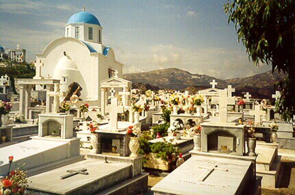 Kerkhof van Pigadia op Karpathos door Ben Polman uit Leusden