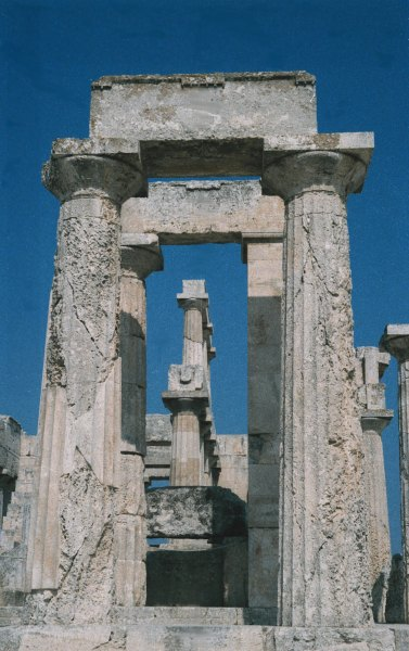 Athena-Afea, een van de mooiste Griekse tempels, gelegen op het eilandje Aegina. Foto van Dirk Munsterman