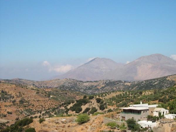 De hoogste berg van kreta:de Psiloritis 2456 meter hoog. Foto van John Hupkens.