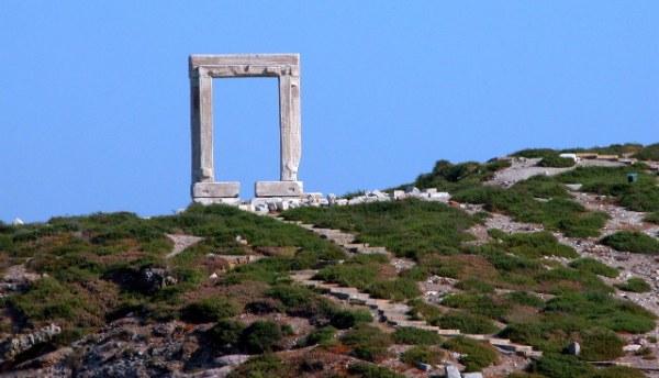 Apollotempel (Portara) op Naxos. Foto: Peter Paul de Rijcker.