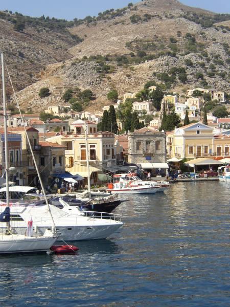Symi haven. Foto van Esther de Groen