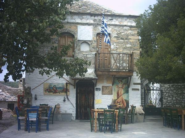 Lokale taverna in Kastro (Thassos) - Foto: Cor van den Houten