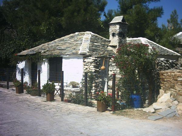 Dit huisje staat in Alyki op Thassos - Cor van den Houten