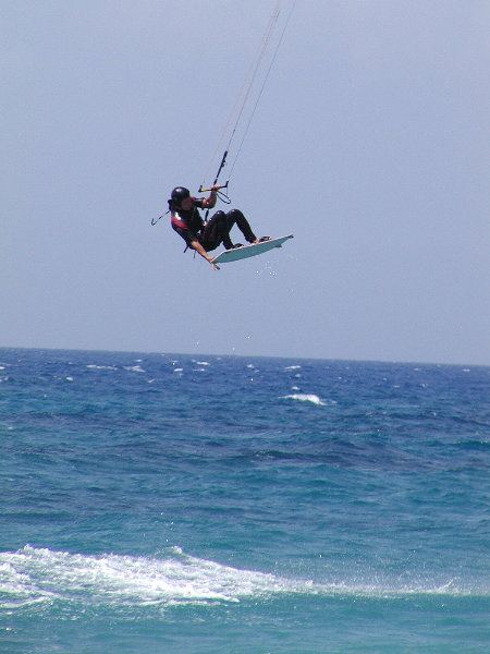 Kite-surfer (Andreas Montiadis) in Ixia.Foto van W.Pullen