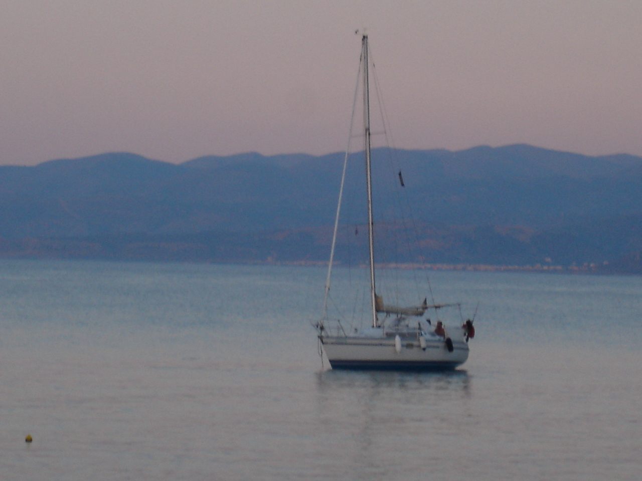 foto Yacht in twilight near Chersonissos.