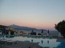 vieuw to the turkey coast when the evening fal in a purple sky - Foto van geraldo