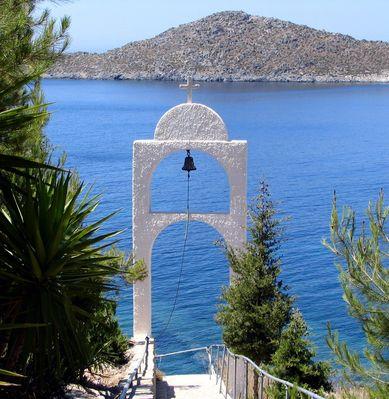 Bell tower on Patmos - Foto von kouzolos