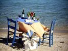 Table near the sea Logaras Paros - Foto van Wilma Steenkamer
