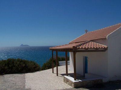 Uitzicht op de Paximadia eilandjes - Foto van https://www.grieksegids.nl/fotos/degrieksegids/2007/albums/userpics/10002/normal_komos.jpg